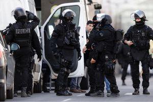 Bắt cóc con tin ở thủ đô Paris
