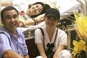 Khoảnh khắc ấm áp Quyền Linh đến thăm Mai Phương trị ung thư