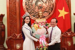 Phan Thị Mơ được đón tiếp ngày trở về quê Tiền Giang