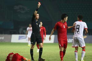 Bắt việt vị cầu thủ Bahrain là chính xác, thẻ đỏ hơi nặng