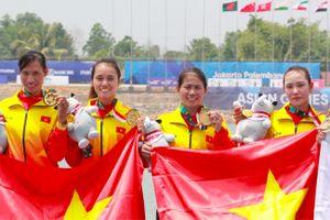 Đội Rowing nữ Việt Nam òa khóc khi đoạt HC Vàng đầu tiên ở ASIAD 2018