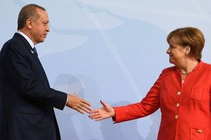 Khó thành liên minh với Nga, Thổ Nhĩ Kỳ - châu Âu bắt tay làm lành