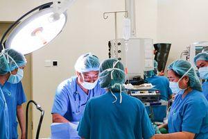 Bệnh viện hỗ trợ chi phí cứu bé trai bị mắc nhiều bệnh bẩm sinh