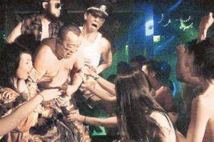 Vợ của 'trùm giải trí' Hong Kong: Bị chồng bỏ rơi, U60 yêu đương với con trai đỡ đầu gây bức xúc