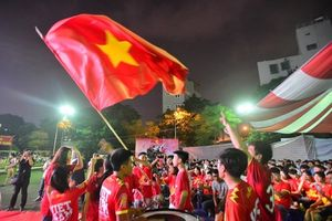 Muôn màu cảm xúc của Cổ động viên trước chiến thắng của Olympic Việt Nam