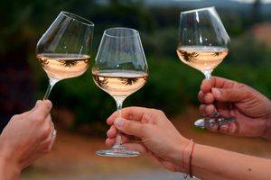 Nghiên cứu toàn diện về uống rượu: thỉnh thoảng uống 1 cốc cũng hại