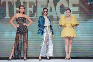 Hết bị 'dìm' vì bộ váy gà con, màn catwalk của Minh Hằng lại bị lôi ra làm ví dụ cho 'thảm họa sàn chữ T'