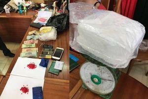 Nghi mang ma túy qua cửa khẩu, hai cô gái bị bắt giữ