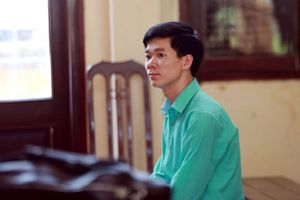 Vụ chạy thận làm chết 9 người: BS Hoàng Công Lương phản ứng gì khi bị thay đổi tội danh?