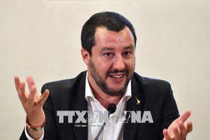 Điều tra Bộ trưởng Nội vụ Italy vì cáo buộc 'bắt giữ và giam người bất hợp pháp'