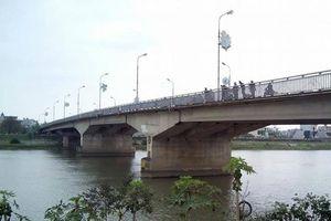 Tìm kiếm một phụ nữ nhảy cầu tự tử trong đêm ở Thái Bình