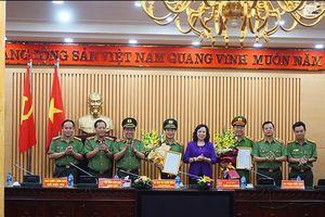 Công an Hà Nội công bố quyết định, chế độ hưu trí đối với 2 đồng chí Phó Giám đốc