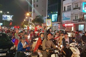 Dân hào hứng xem bóng đá, CSGT lo 'canh đường' trận Việt Nam-Syria
