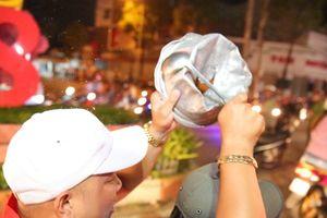 Bạc Liêu: Dân vác nồi niêu, loa thùng ra đường ăn mừng đội tuyển Việt Nam không thua gì Hà Nội- Huế- Sài Gòn