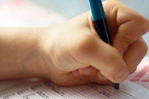 Trẻ cầm bút bằng tay trái: Ứng xử sao cho phù hợp?