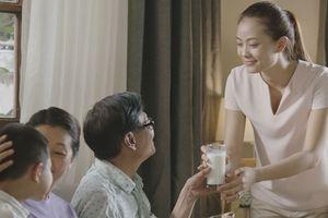 Niềm vui của mẹ, hạnh phúc của cha là món quà tuyệt diệu nhất mùa báo hiếu