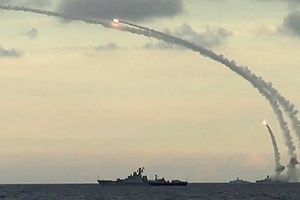 Nga dàn trận ở Địa Trung Hải, ngăn Mỹ tấn công Syria bất ngờ