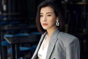 Không cần diện đồ hiệu, Cao Thái Hà vẫn đẹp và tự tin