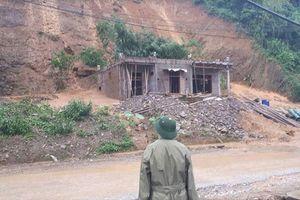 Hòa Bình: Di dời khẩn cấp 5 hộ gia đình gần khu vực sạt lở đất