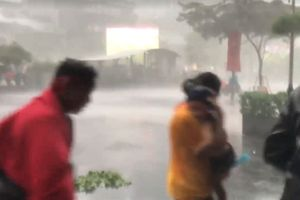 Dân trú mưa tại Saigon Times Square bị đuổi: Có trẻ em
