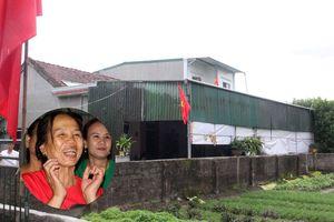 Trung vệ Bùi Tiến Dũng tặng mẹ 1 tỷ đồng trả nợ xây nhà