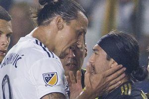 'Tát yêu' vào má cầu thủ gốc Việt Lee Nguyễn, Ibrahimovic bị phạt tiền