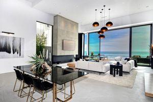 Ngôi nhà 2 tầng tuyệt đẹp nằm ven biển