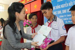 VWS tặng học bổng cho học sinh nghèo