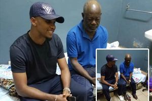 Samuel Eto'o mua nhà cho cựu thủ quân tuyển Cameroon