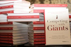 ForbesBooks ra mắt cuốn sách 'Competing with Giants'