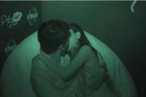 Gameshow 'Date and Kiss': Đừng lợi dụng 'Gameshow' để được hôn bừa bãi