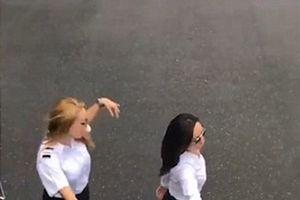 Nữ phi công gây tranh cãi với thử thách nhảy khỏi máy bay đang chạy