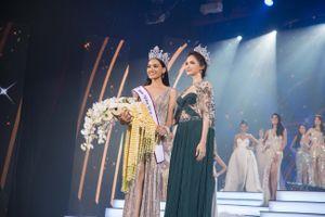 Hương Giang lộng lẫy trong đêm trao giải Hoa hậu Chuyển giới Thái Lan