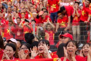 Chùm ảnh: Cảm xúc 'thăng trầm' trên sân Hàng Đẫy khi Olympic Việt Nam tuột mất HCĐ