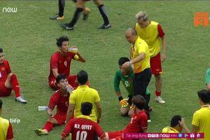 Thua thật rồi, U23 Việt Nam buồn bã rời sân, nhưng có 1 người 'cha' còn không dám ngẩng đầu nhìn 'con' đá