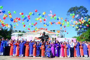 Lễ cưới tập thể 100 đôi thanh niên công nhân, đoàn viên, thanh niên hoàn cảnh khó khăn