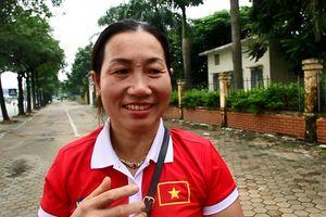 Mẹ tiền đạo Văn Toàn dậy từ 5h sáng, háo hức lên Hà Nội đón con trai và đội tuyển