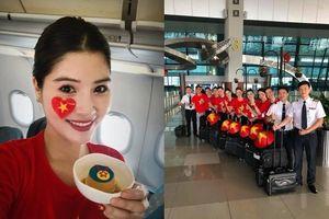 Olympic Việt Nam được tặng 'huy chương đặc biệt' trên chuyên cơ về nước