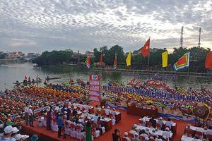 Tưng bừng lễ hội đua thuyền trên quê hương Tướng Giáp