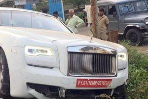 Chưa kịp gắn biển, chiếc Rolls-Royce Ghost này đã gặp tai nạn