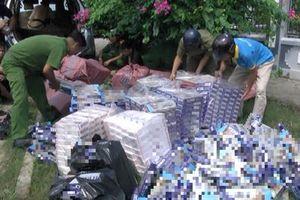 Bắt 2 người vận chuyển 13.450 bao thuốc lá lậu cùng nhiều biển số nghi giả
