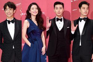 Thảm đỏ Seoul International Drama Awards 2018: Lee Bo Young bầu bì lấn át loạt mỹ nhân châu Á, rạng rỡ bên Park Seo Joon và Lưu Dĩ Hào