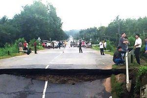 Bình Thuận: Sập cầu Tân Hà trong đêm, giao thông tê liệt