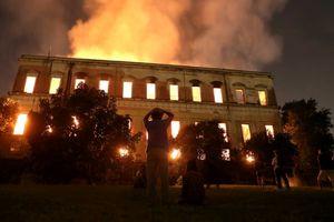 200 năm lịch sử thành tro, chính phủ Brazil đối mặt lửa giận từ dân