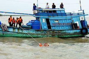 Cứu vớt kịp thời 4 ngư dân bị nạn trên biển