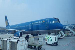 Sân bay bị bão tàn phá, 16 chuyến bay đến Nhật bị gián đoạn