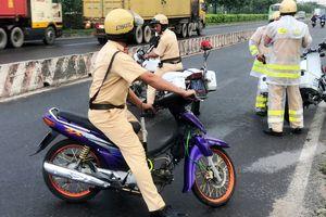 Người phụ nữ vi phạm giao thông chống đối cảnh sát