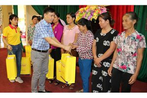 Trao quà từ thiện tại huyện Bá Thước - Thanh Hóa