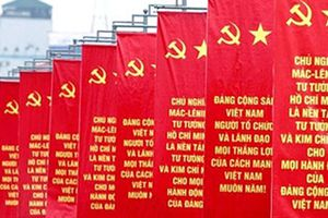 Kiên định chủ nghĩa Mác - Lê-nin, tư tưởng Hồ Chí Minh, kiên quyết đấu tranh chống suy thoái về tư tưởng chính trị trong Đảng