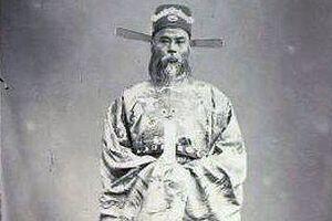 Dòng họ lừng danh sử Việt của tiến sĩ đầu tiên đến trời Tây